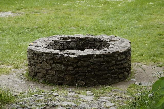 昔は井戸を掘るのも手作業だったようです。