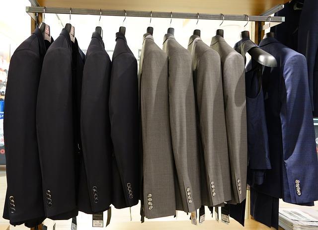 礼服とスーツをこの中から選ぶんですか。