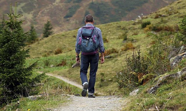 一人寂しく山から下山途中です