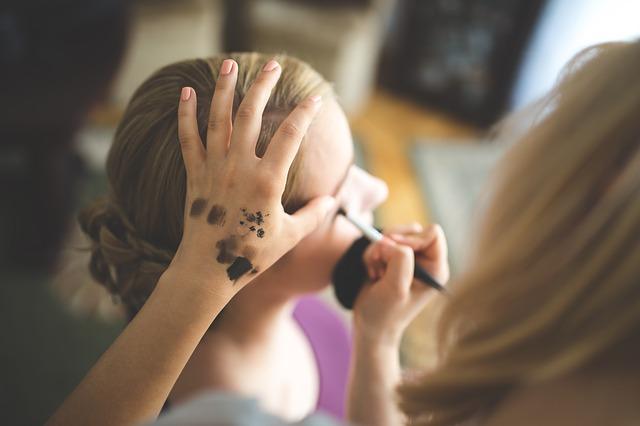 make-up-791293_640