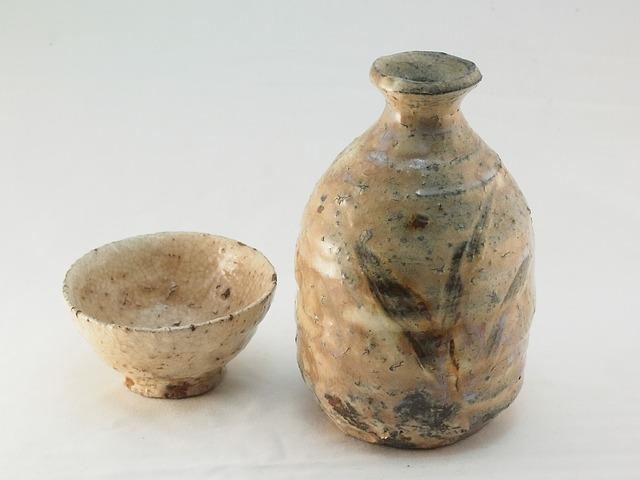 壊れやすい陶器