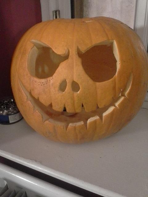 かぼちゃお化けを制作するのに疲れました