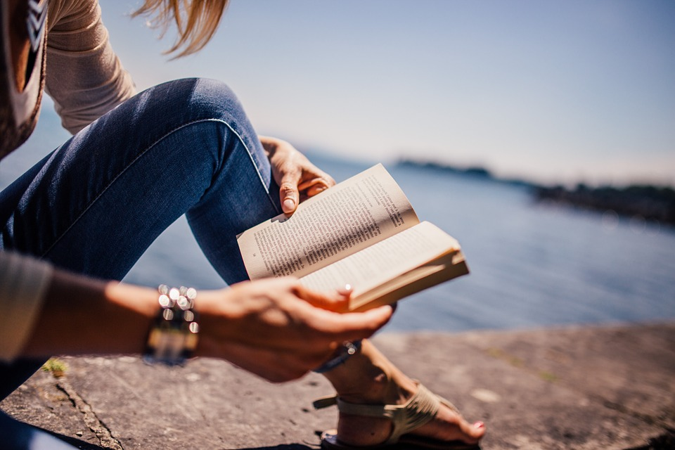 reading-925589_960_720