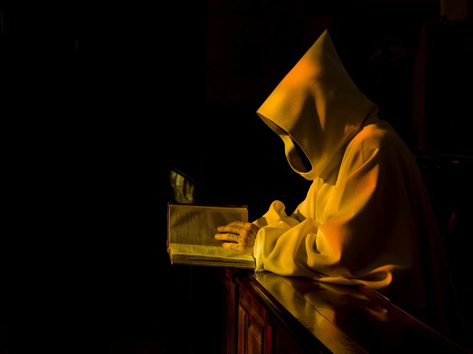 monastic-892682_960_720